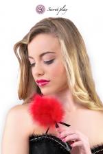 Plumeau 18 cm rouge - Secret Play : Petit plumeau coquin pour affoler ses sens avec de douces caresses par Secret Play.